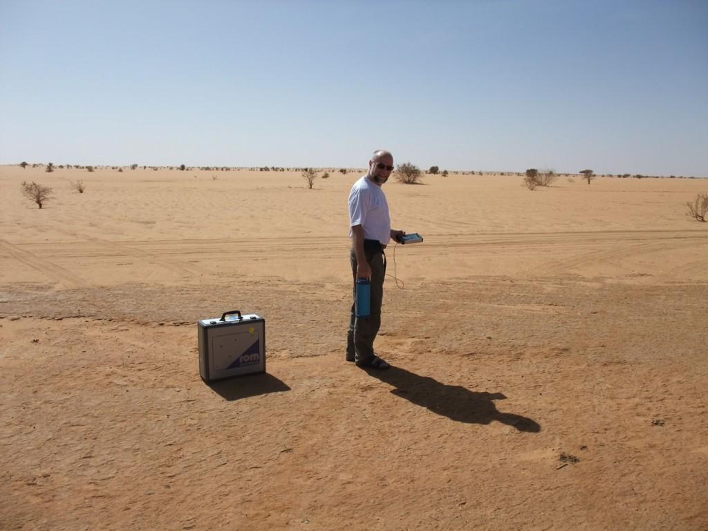 Robert Mayr bei der Detektion von Gold im Sudan
